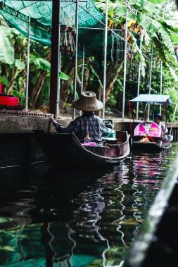 Les premières embarcations à flot au marché de Damnoen Saduak. (Photo Christelle Tanielian, collaboration spéciale)
