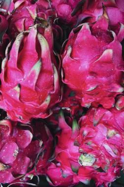 De flamboyants pitayas, ou fruits du dragon, ornent les embarcations. (Photo Christelle Tanielian, collaboration spéciale)