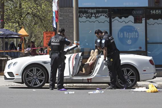 Un homme de 39 ans a été atteint par au moins un projectile d'arme à feu alors qu'il se trouvait au volant d'une décapotable. (Photo Patrick Sanfaçon, La Presse)