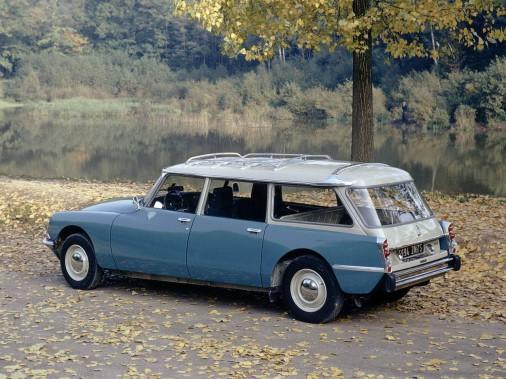 Le mot break est dans le<em>Petit Robert</em>depuis de nombreuses années et désigne ce qu'on appelle ici une familiale. Ci-haut, une (splendide) Citroën DS 21 en version break. (Photo Wikipédia)