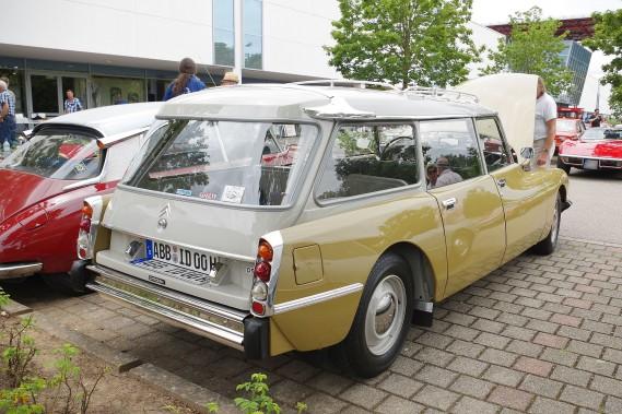 Le mot break est dans le<em>Petit Robert</em>depuis de nombreuses années et désigne ce qu'on appelle ici une familiale. Ci-haut, une (splendide) Citroën DS 21 en version break. Mythique, comme disent les Français... (Photo Wikipédia)