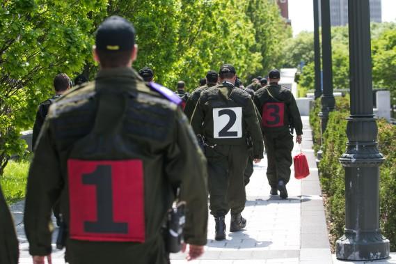 Les policiers de l'escouade tactique de la SQ sont arrivés à Québec jeudi après-midi. (PHOTO MARTIN TREMBLAY, LA PRESSE)