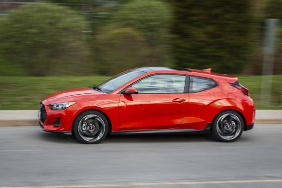 De la Veloster, on peut penser ce que l'on veut, mais il est une chose que l'on ne saurait lui contester : il y a bien longtemps qu'une voiture de grande série n'a pas autant attiré l'oeil. (Toutes les photos Hyundai)
