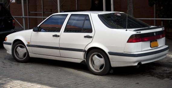 <strong>Sa pire voiture -</strong> Une Saab 9000 1994 achetée en 2009, qu'il a adorée... sauf que tout ce qui était électronique à bord était défectueux. (Photo Wikipédia)