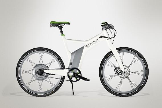<strong>Smart ebike - </strong>Levélo électrique de Smart pèse 25,8kg et ajoute la puissance d'un moteur de 300Wà l'effort fourni en pédalant. Le dérailleur ne compte que trois rapports, mais le reste de la fiche technique est à l'avenant. Son prix:4250$. (Photo Smart)