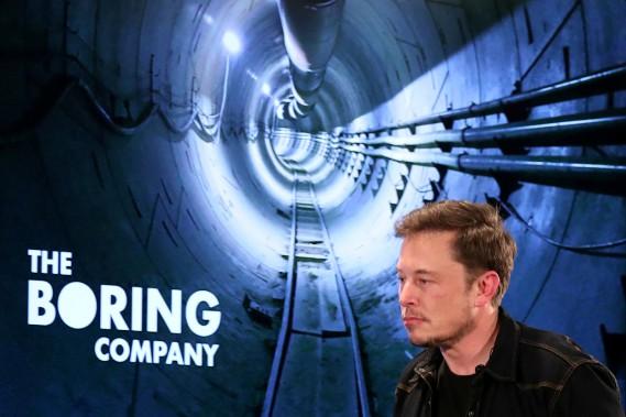 The Boring Company va construire à ses frais et exploiter un système de transport souterrain rapide entre le centre ville de Chicago et l'aéroport O'Hare. Ci-haut, Elon Musk lors d'une rencontre communautaire à Bel Air, à Los Angeles, le 17 mai dernier. (photo REUTERS)