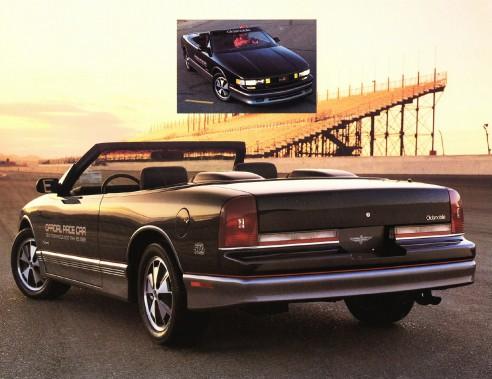 <strong>General Motors -</strong> Cette édition spéciale de la Cutlass Supreme d'Oldsmobile est la première voiture commercialisée avec un affichage tête haute, en 1988.La technologie s'est raffinée au fil des ans, et c'est en 1998, à bord de la Corvette (C5), que la couleur a officiellement fait son apparition sur ce système. (Photo GM)