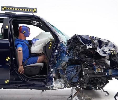 Grand Cherokee 2018 -test de collision frontale partielle, côté passager. ()