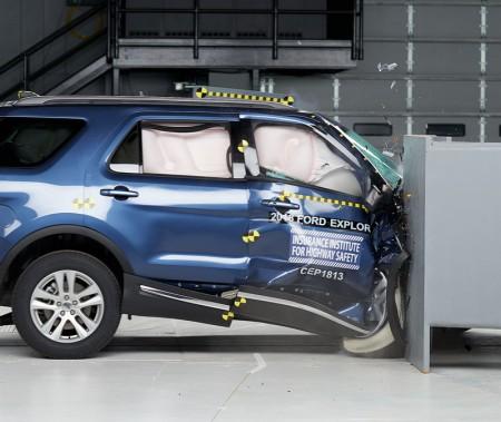 Ford Explorer 2018 - test de collision frontale partielle, côté passager. ()