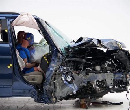 Ford Explorer 2018 -test de collision frontale partielle, côté passager. ()