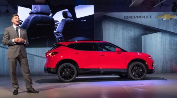Le directeur du design extérieur du projet Blazer, Mike Pevovar, parlant du Chevrolet Blazer 2019 en version RS (ci-haut) à Atlanta, en Géorgie, le jeudi 21 juin. (Photo Chevrolet)