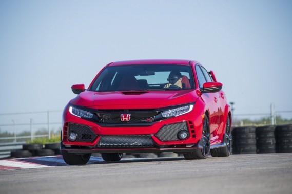 L'écusson «Type R» est bien en vue sur la calandre de cette Honda. ()