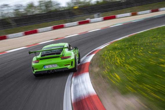 Les ingénieurs Porsche ont muni la 911 GT3 RS d'aides électroniques à la conduite. (.)