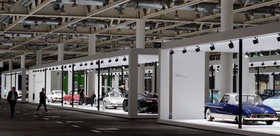 Une vue générale des voitures exposées au Salon de l'auto Grand Basel. (REUTERS)