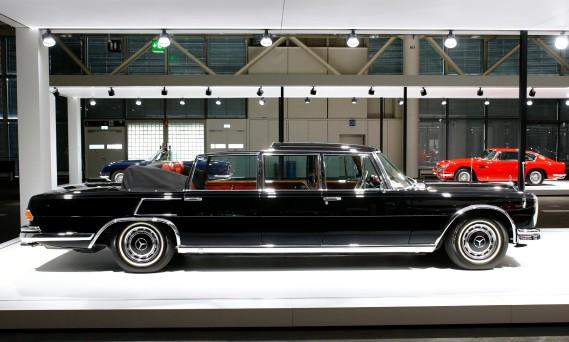 Une limousine Mercedes Benz 600 Pullman Landaulet. (REUTERS)