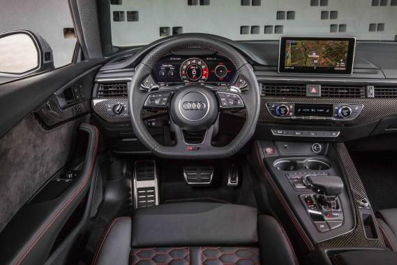 Audi RS5. Tableau. (.)
