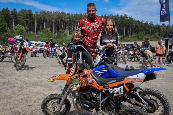 Pierre Laurin et ses enfants. (Photo Audrey Huot Arsenault, collaboration spéciale.)