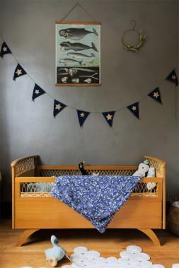 Les chambres des enfants sont de style rétro. Le petit lit de Sasha date des années 60, alors que les murs sont d'un gris-vert aux reflets métalliques. (Photo Edouard Plante-Fréchette, La Presse)