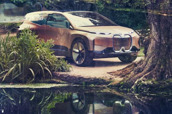 Le Vision iNext est censé combler le retard de BMW sur Audi et Mercedes-Benz dans le segment des VUS tout électriques, mais pas avant 2021. Les deux autres constructeurs allemands promettent la concurrence de l'iNext avant la fin de l'année pour Audi (e-tron) et 2019 pour Mercedes-Benz (EQC). ()