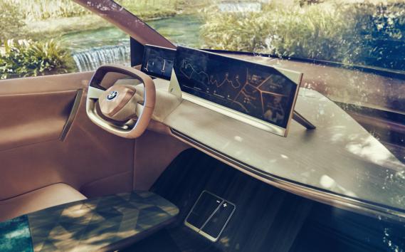 En mode autonome, les pédales se rétracteront dans le plancher et le volant, dans la console. ()