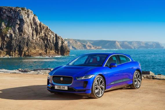 Le Jaguar I-Pace promet une autonomie de 386 km et assure aussi qu'il peut traverser un cours d'eau pour peu que la profondeur de celui-ci n'excède pas 50 cm. (Photo Jaguar Land Rover)