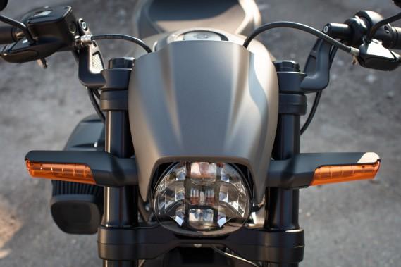La FXDR 114 n'est pas révolutionnaire, mais a plutôt le but de faire prendre racine à l'idée d'une Harley différente. Elle y parvient en combinant le classique et le moderne. ()