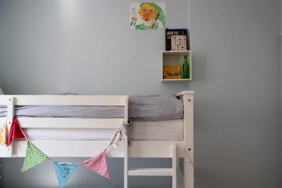 Niche de nuit: Un bleu ciel habille la chambre des deux garçons. (Photo Olivier Jean, La Presse)