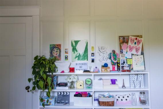 Aire d'expression:Maxe, qui a choisi la plus petite chambre «comme dans [son] ancienne maison», a injecté de la couleur dans son univers d'adolescente. (Photo Olivier Jean, La Presse)