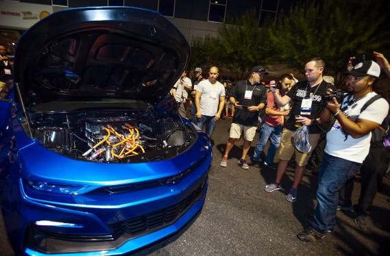 Tout électrique sous le capot : la Camaro eCOPO a attiré l'attention ce matin au Salon SEMA de Las Vegas. (.)