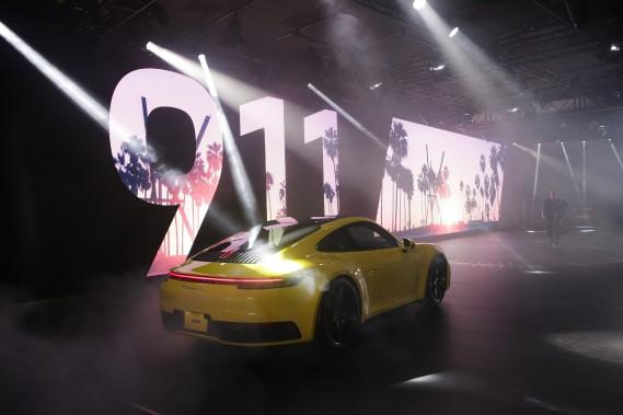 La Porsche 911 2020 lors de son dévoilement au Salon de l'auto de Los Angeles. (photo AP)