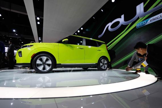 La Kia Soul Éco tout électrique 2020 lors de sa présentation au Salon de l'auto de Los Angeles. (Photo REUTERS)