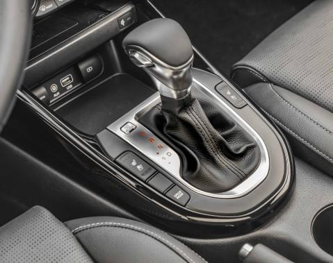 Pour améliorer encore davantage les économies à la pompe, Kia propose une boîte de vitesse à variation continue (CVT) qui rend le tandem moteur-boîte indolent à bas régime et bruyant lorsqu'on le sollicite. Au moins, on évite de passer trop souvent à la pompe. (La Presse)