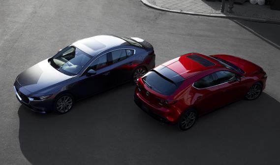 Les Mazda3 berline et à hayon (Photo Kia)