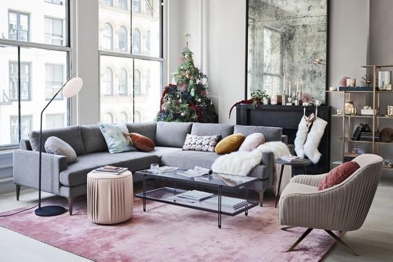 <strong>COULEURS À L'HONNEUR:</strong> Les couleurs privilégiées varient selon les collections, fait remarquer Virginie Boivin, styliste chez West Elm. Le blanc douillet ajoute de la chaleur, mais le rose se fait aussi remarquer. Il apporte une touche d'élégance. On le retrouve déjà beaucoup dans la déco. Il s'immisce maintenant dans les décorations de Noël. (PHOTO FOURNIE PAR WEST ELM)