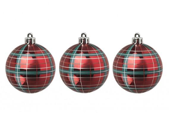 <strong>COULEURS À L'HONNEUR:</strong> Les motifs de tartan, qui marient le vert et le rouge, décorent les rubans, les papiers d'emballage et les boîtes de cadeaux chez IKEA. Ils ont aussi un air festif sous la forme de boules de Noël. (PHOTO FOURNIE PAR IKEA CANADA)