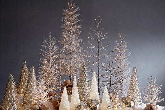 <strong>TOUJOURS PLUS DE LUMIÈRE:</strong> La collection de décorations de Noël intégrant des ampoules à DEL ou fonctionnant avec des piles a été élargie chez Pottery Barn. Cela permet de créer de l'ambiance pour les Fêtes. (PHOTO FOURNIE PAR POTTERY BARN)