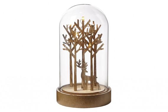 <strong>TOUJOURS PLUS DE LUMIÈRE:</strong>Beaucoup d'objets décoratifs s'allument. C'est le cas de cette scène représentant un orignal dans une forêt. «Les objets lumineux qui fonctionnent avec des piles sont très populaires, note Tamara Robbins, de chez HomeSense. lls se placent facilement n'importe où.» (PHOTO FOURNIE PAR HOMESENSE)