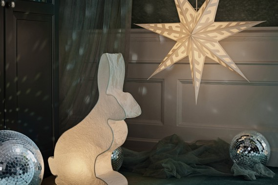 <strong>TOUJOURS PLUS DE LUMIÈRE:</strong>La période précédant Noël est la plus sombre de l'année. La nuit tombe tôt. Pas étonnant qu'on sente le besoin d'ajouter de la lumière, fait remarquer Patrick Heylaerts, porte-parole d'IKEA Canada. Branchés ou fonctionnant avec des piles, ils ajoutent un peu de féérie. (PHOTO FOURNIE PAR IKEA CANADA)