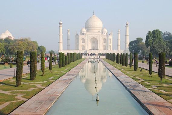 Le Taj Mahal apparaît comme une merveille dont on s'approche en longeant jardins et fontaines. (Crédit photo Chantal Lapointe)