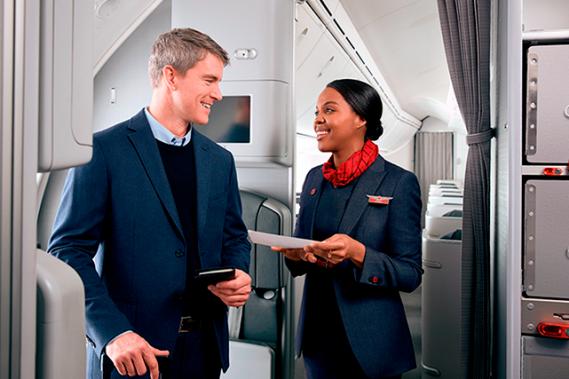 À quoi ressemble un vol à bord de la « Meilleure Classe affaires d'Amérique du Nord » ? Incursion dans le voyage haut de gamme du transporteur aérien Air Canada, qui démontre bien toute l'importance accordée à l'expérience de ses clients. ()