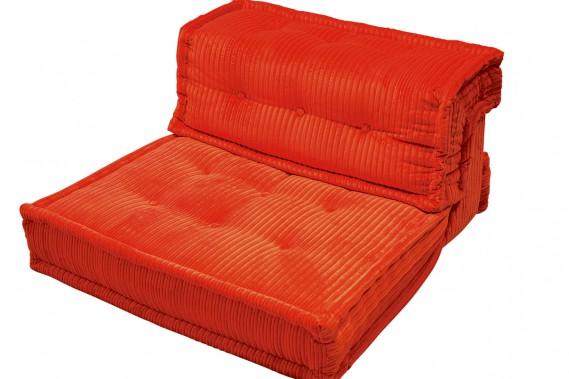 Le fauteuil Mah Jong Hiru, à l'assise en velours côtelé, a été imaginé pour Roche Bobois. Il est offert dans une grande variété de tissus, dont celui-ci. Prix sur demande. (PHOTO FOURNIE PAR ZONE MAISON)