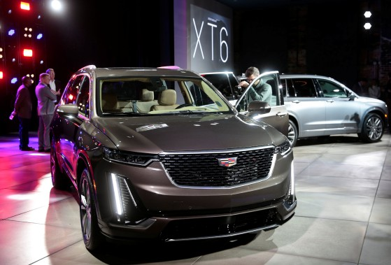 Le VUS Cadillac XT6 à trois rangées de sièges lors de son dévoilement ce matin à Détroit. (REUTERS)