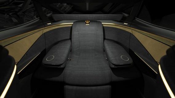 Une fois reconfigurée, la banquette arrière devient un fauteuil ample et confortable pour une personne. (Photo Nissan)