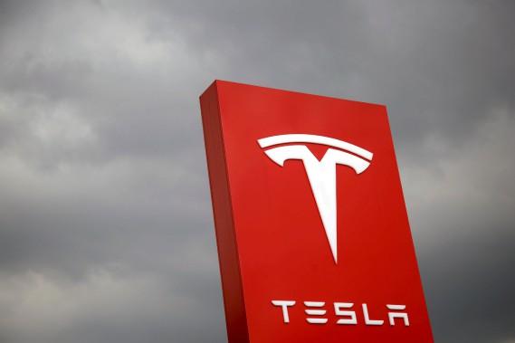 Tesla coupe 7% de ses effectifs
