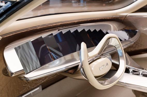 Genève - Pas moins de 21 écrans sur le tableau de bord du prototype Kia Imagin