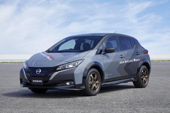 Nissan teste une Leaf avec un rouage intégral