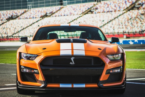 Un cours pour conduire sa Mustang Shelby GT500 et la garder sur la route