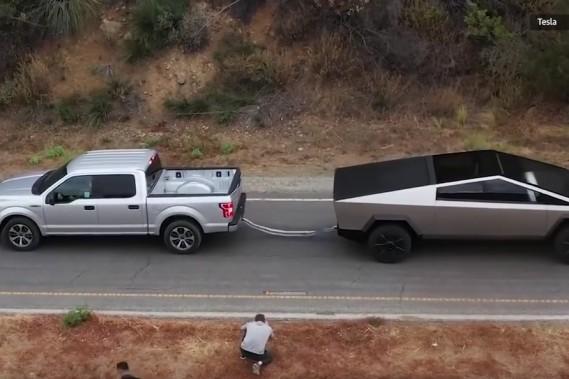 Souque à la corde Cybertruck VS F-150 : Elon Musk n'avait pas le bon pickup