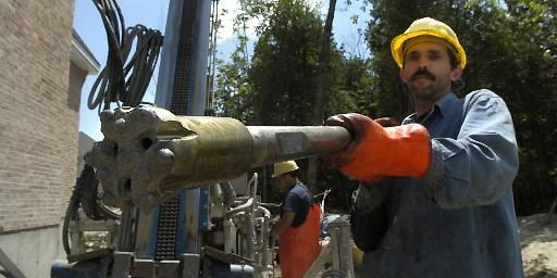 La pompe géothermique puise, dans les profondeurs du... (Photo archives La Presse)