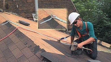 Comment s'attacher pour monter sur un toit